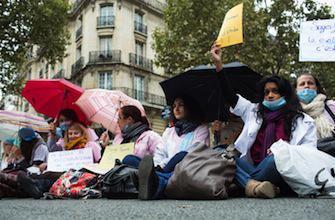 Les sages-femmes défendent leur cause devant France Télévisions