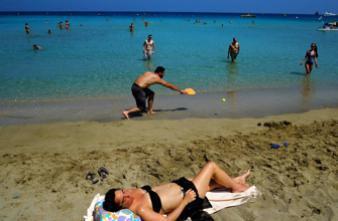 Dangers du soleil : près d'1 voyageur sur 2 ne se protège pas bien