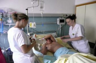 Chirurgie : le risque de décès est plus élevé en février et le week-end