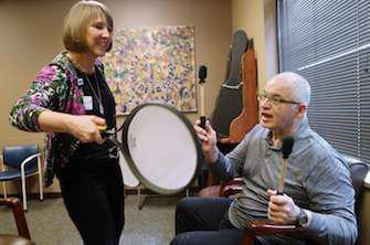 Parkinson : un traitement clé en rupture de stock depuis 1 an