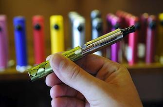 Cigarette électronique : l'UE tranche en faveur des vapoteurs