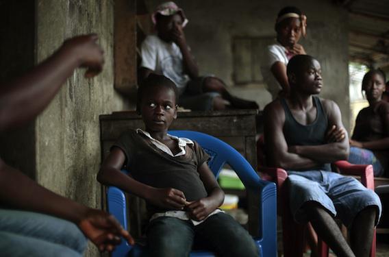 Neuf mois après, les survivants d'Ebola restent porteurs du virus