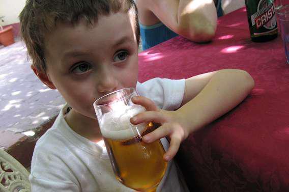 Alcool et enfants : en parler tôt et sans tabou