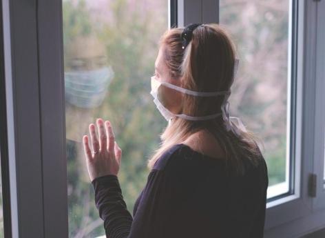 Covid-19 : les femmes se disent plus inquiètes que les hommes