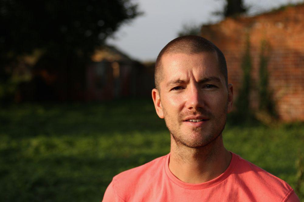 Ebola : un infirmier anglais guéri retourne sur le terrain