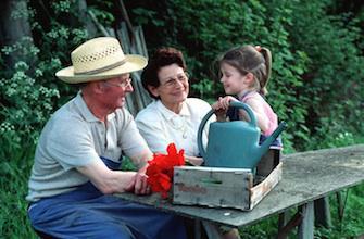 Coqueluche : vacciner les grands-parents pour protéger les petits enfants