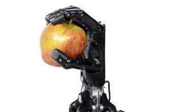La première main bionique contrôlée par la pensée