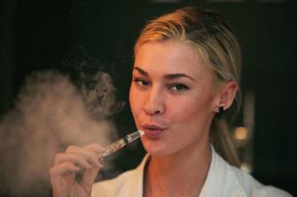La e-cigarette aussi efficace que le patch pour arrêter de fumer