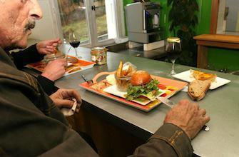 Seniors : l'obésité et la maigreur augmentent la perte d'autonomie