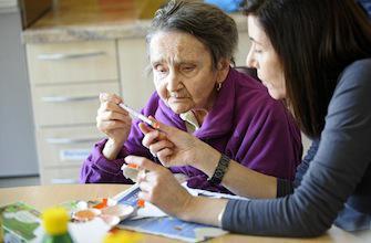 Alzheimer : le poids des facteurs environnementaux s'alourdit