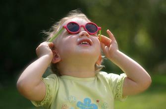 Soleil : les yeux des enfants ne sont pas assez protégés