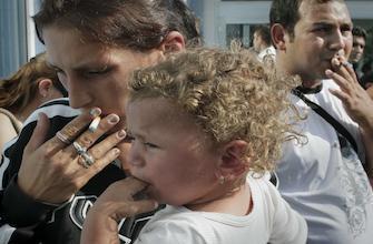 Asthme : les parents fument, les enfants trinquent