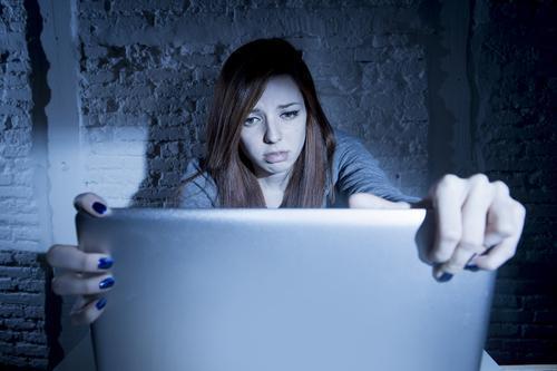 Cybersexisme : les jeunes filles deux fois plus touchées