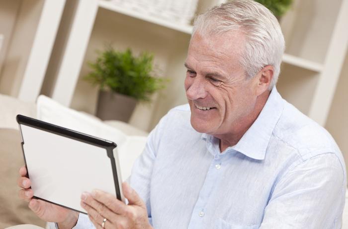 Hypertension : une aide en ligne aussi efficace que l'ajout d'un traitement