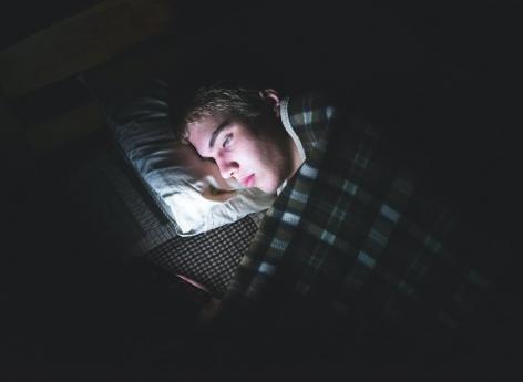 Sommeil des ados : dormir moins de 7 heures par nuit réduit la matière grise