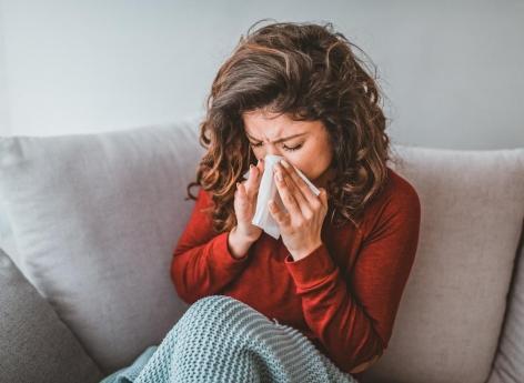 Nez qui coule : allergie aux pollens ou coronavirus ?