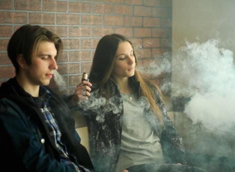 Cigarette électronique: vapoter brouillerait les pensées