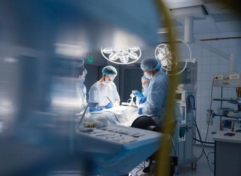 Royaume-Uni : des chirurgiens réimplantent avec succès le pénis d'un homme qui se l'était coupé