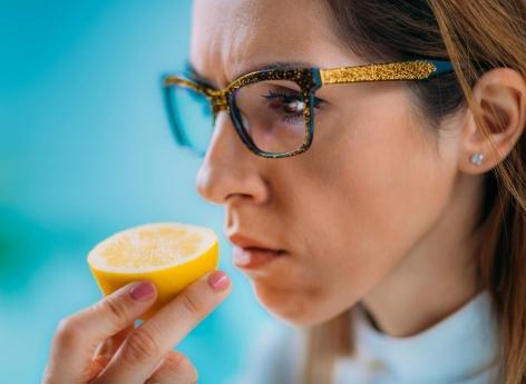 La perte d'odorat est-elle un signe annonciateur de la maladie d'Alzheimer ? - Pourquoi Docteur ?