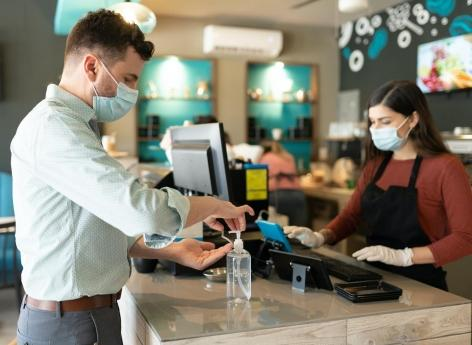 Covid-19 : les cafés, bars, restaurants et salles de sport, hauts lieux de contamination