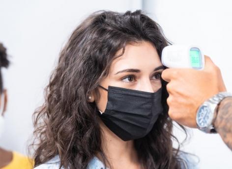 Covid-19: les thermomètres à infrarouge sont insuffisants pour dépister la fièvre