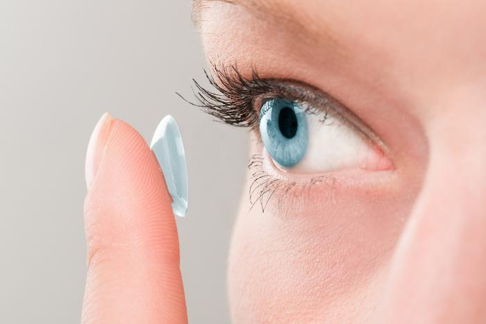 Des lentilles de contact agissent comme un pansement pour les yeux malades