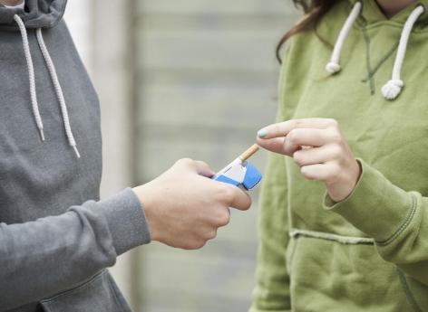 Interdire la vente de tabac aux jeunes, comme en Nouvelle-Zélande :