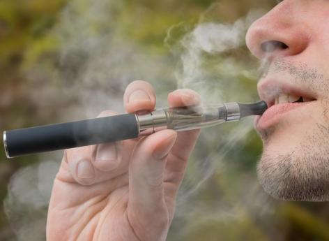 Une cigarette électronique explose dans la bouche d'un adolescent