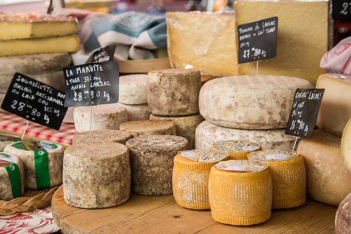 Salmonelle : une dizaine de décès et près de 80 malades à cause de fromages contaminés