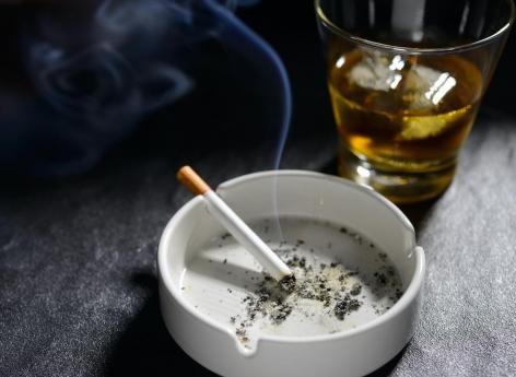 Pendant le confinement, la consommation de tabac en hausse et d'alcool en baisse