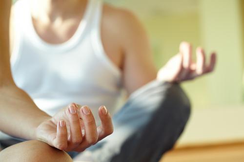 Lombalgie : la méditation pleine conscience efficace contre les douleurs
