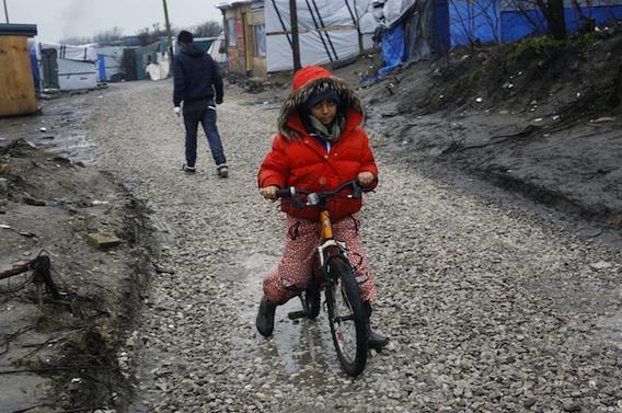 Calais : la Défenseure des enfants s'oppose au démantèlement de la \
