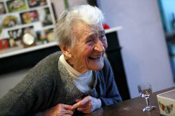 Alzheimer : voir la vieillesse en rose réduit le risque