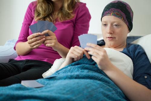 Cancers : 5 millions d'aidants en souffrance
