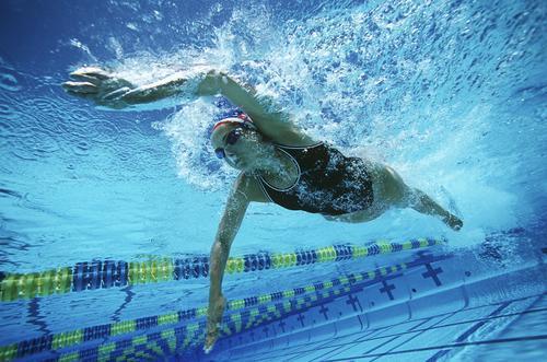 Asthme : uriner dans une piscine comporte des risques