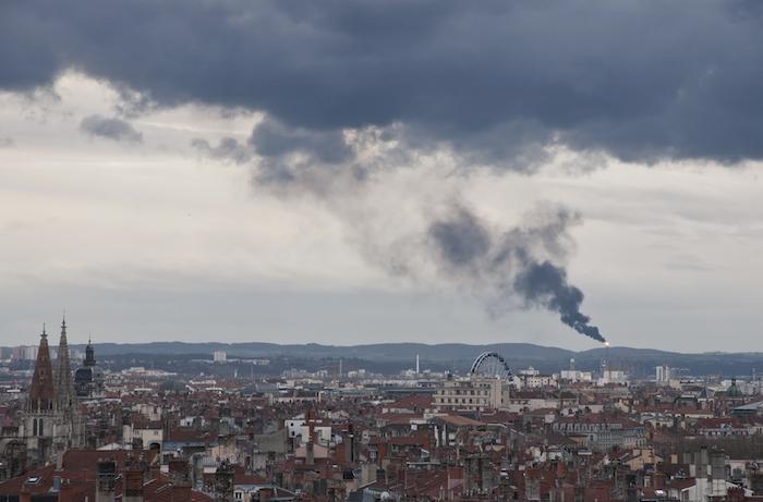 Santé : près d'un Français sur deux se plaint de la pollution de l'air