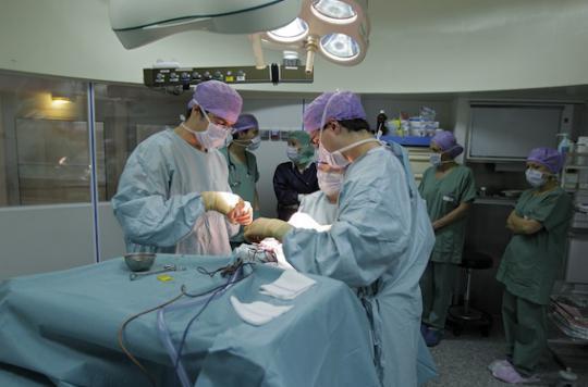 Hôpital : les médecins annoncent un mouvement \