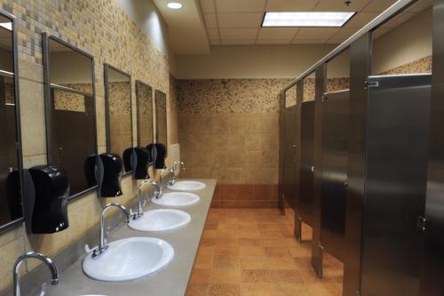 Hygiène : près d'1 Français sur 2 n'utilise pas de toilette publique