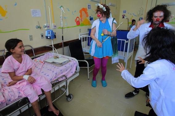 Hôpital : 60 personnalités soutiennent le Rire médecin
