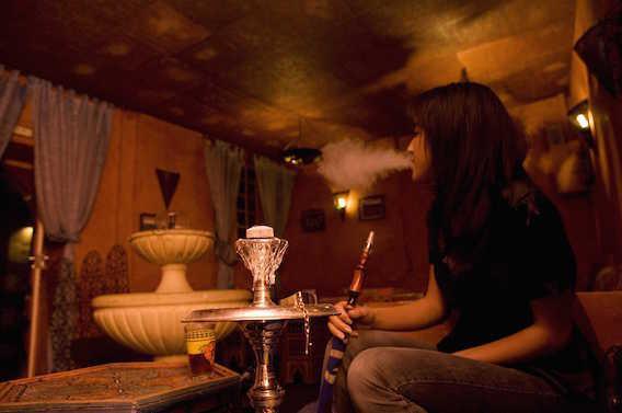 Chicha : les barmen exposés au tabagisme passif