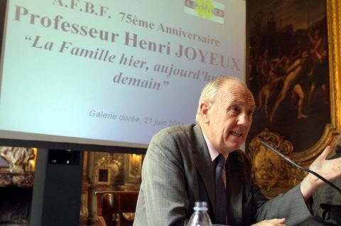 Vaccination : le Pr Joyeux souhaite un débat TV avec Marisol Touraine