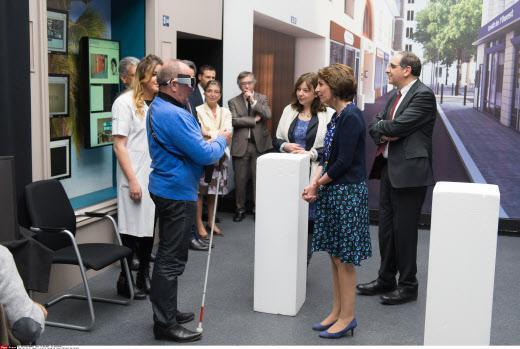 Cécité : des implants oculaires testés en France pour la première fois