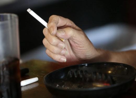 Tous les 16-17 ans achètent leurs cigarettes chez  les buralistes