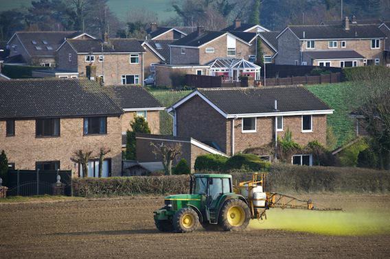 Pesticides : le médiateur européen dénonce des autorisations illégales