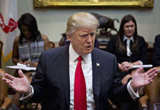 Décret Trump : les multinationales au secours des migrants