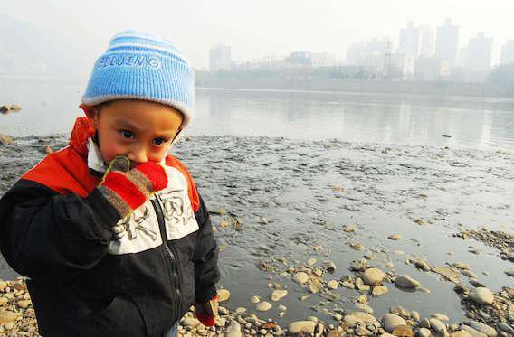 Environnement : les nouveaux polluants tuent des milliers d'enfants