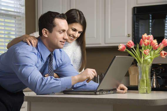 Les couples qui s'affichent sur Facebook durent plus longtemps