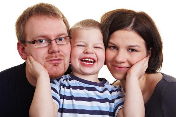 Elever un enfant modifie le système immunitaire des parents