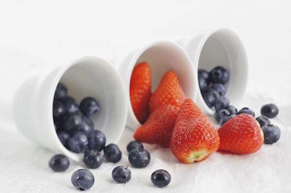 Antioxydants : myrtilles et fraises limiteraient la prise de poids