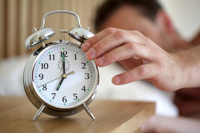 Dormir 6 heures par nuit favorise les poignées d'amour